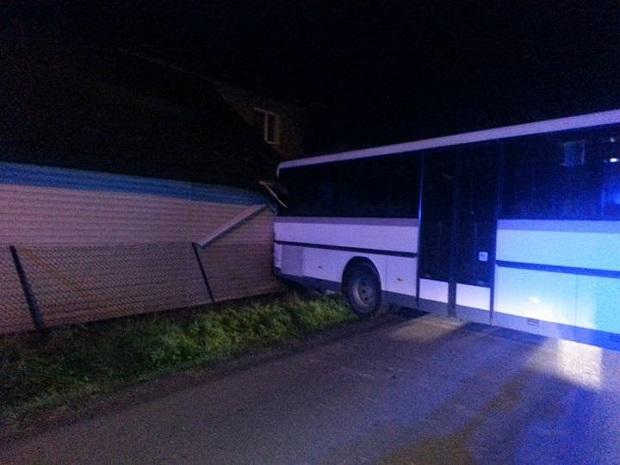 Lisia Góra w Małopolsce – Autobus omal nie zabił go podczas snu
