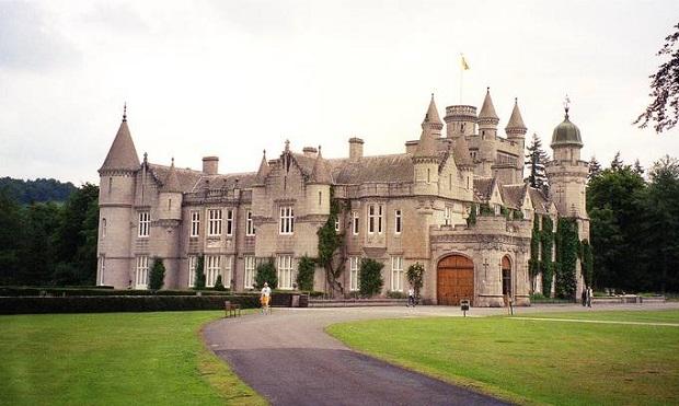 """Elżbieta II chce się przenieść do szkockiego zamku Balmoral – podaje """"The Times"""""""