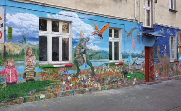 Wrocław: Niezwykły mural zdobi kamienicę przy Jedności Narodowej (galeria)