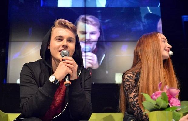 Lublin: tłum nastolatków przyszedł do Tarasów Zamkowych na spotkanie z youtuberami