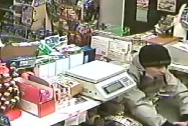 Oświęcim: Seria napadów na sklepy. Bandyta grozi nożem i żąda pieniędzy