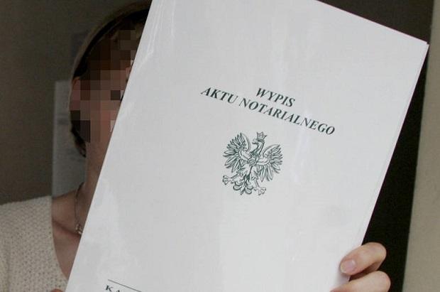 Notariusz i sfałszowany testament. Jest przestępstwo, ale kary nie będzie…