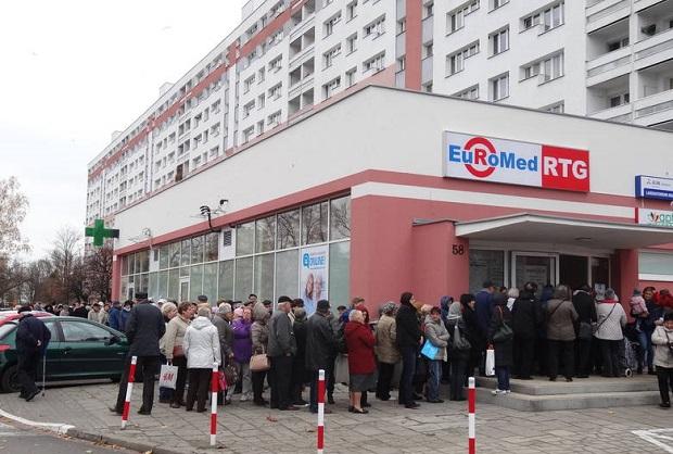Przychodnia Euromed w Poznaniu: Pacjenci stoją od godziny 4 rano