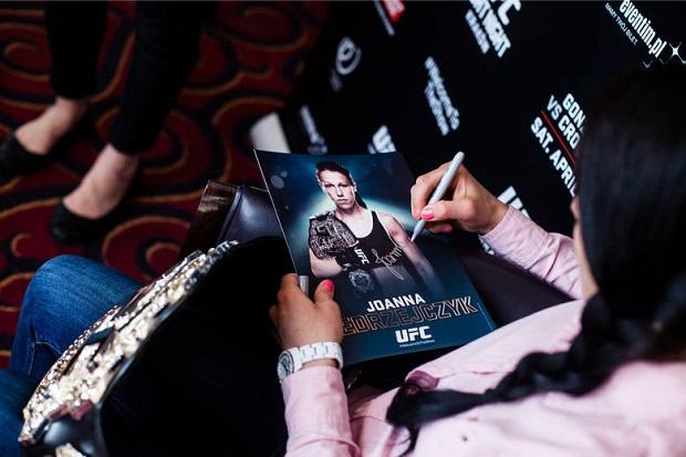 UFC 193. Jędrzejczyk kontra Letourneau
