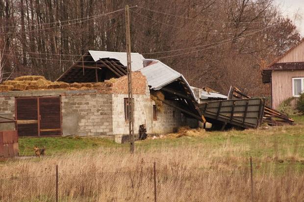 W Tarnowie potężna wichura zrywała dachy