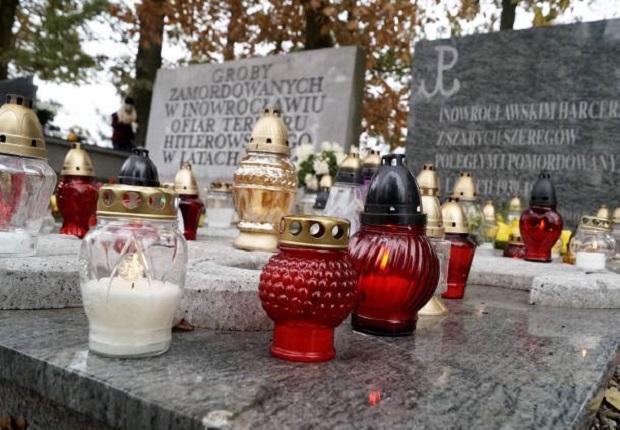 Na cmentarzach w Polsce odbywały się kwesty na renowacje grobów