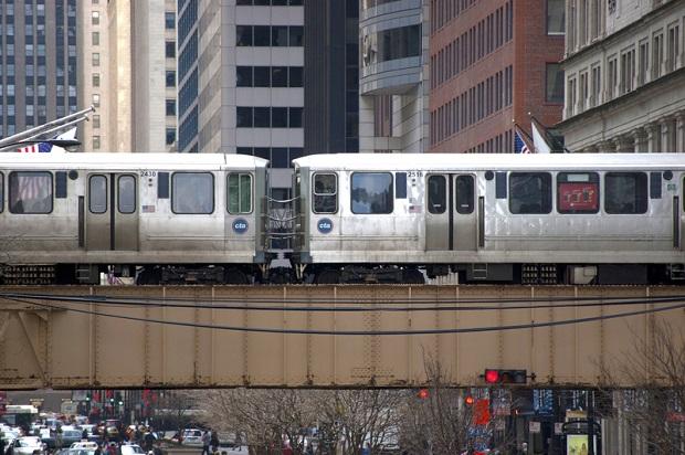 Opona powodem wstrzymania ruchu pociągów CTA na Blue Line