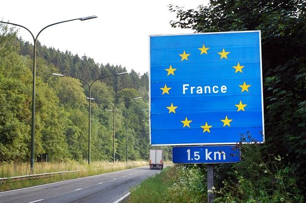 Tysiącu osobom odmówiono wstępu do Francji