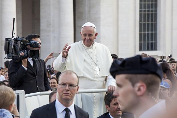 Papież potępił ujawnienie dokumentów Stolicy Apostolskiej