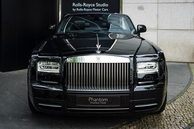 Samochód, który otwiera wszystkie szlabany. Test Rolls-Royce'a