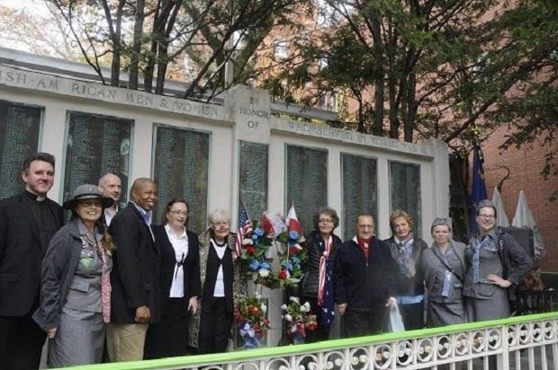 Polonijni harcerze złożyli kwiaty pod pomnikiem Weteranów II-giej Wojny Światowej