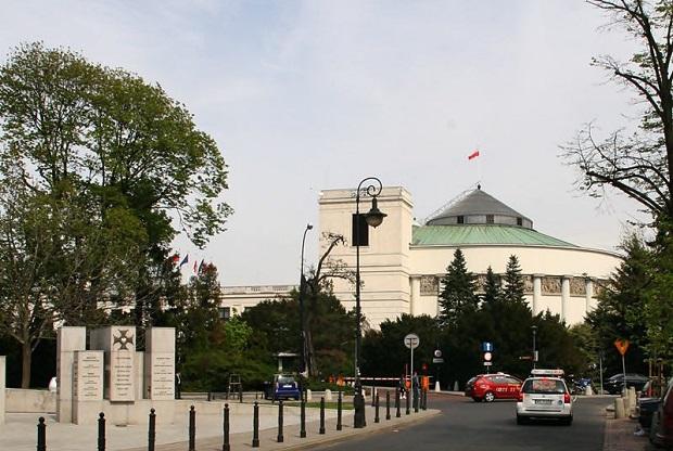 Sejmowa komisja przyjęła projekt ustawy w sprawie zasad inwigilacji