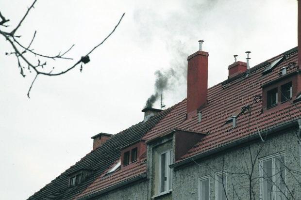 """Patryk Jaki chce walczyć z """"kopciuchami"""" w Warszawie"""