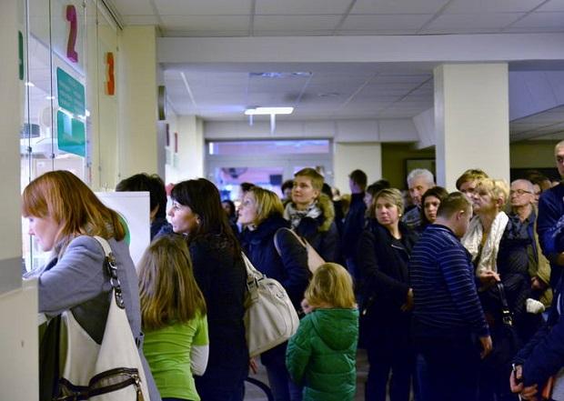 Tłumy rodziców w szpitalu dziecięcym w Lublinie. Ruszyły zapisy do specjalistów na 2016 r.