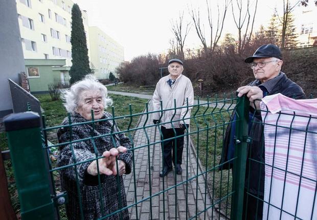 Mieszkańcy bloku przy ul. Rataja w Rzeszowie odcięci od świata
