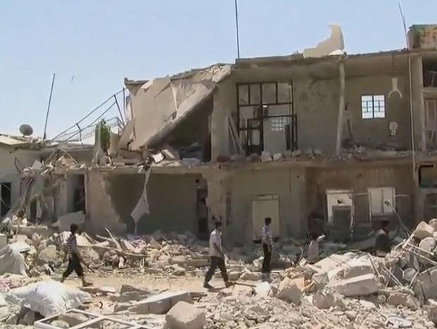 Mieszkańcy opuszczają ostatnie niepodległe miasto w Syrii