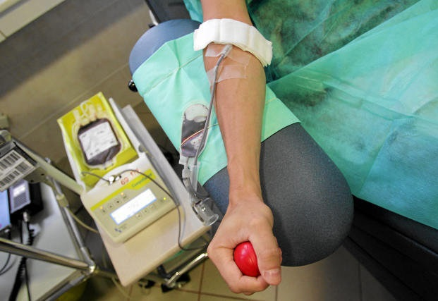 FDA zezwoliła na honorowe oddawanie krwi przez gejów