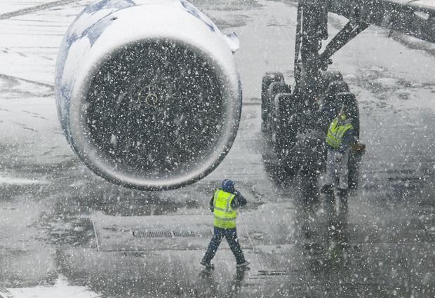 Śnieżyca na wschodnim wybrzeżu powodem odwołań lotów na chicagowskich lotniskach