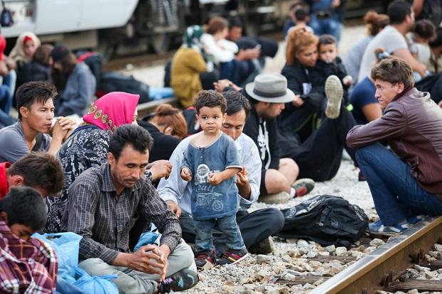 """""""Czym skorupka za młodu nasiąknie…"""" Dlaczego dzieci za wrogów uważają uchodźców i gejów?"""