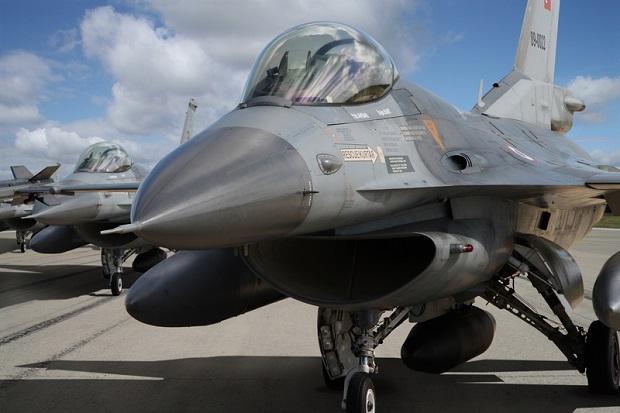 Tureckie F-16 bombardują pozycje Kurdów w Iraku