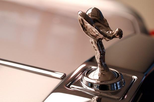 Do kogo należą samochodowe marki?