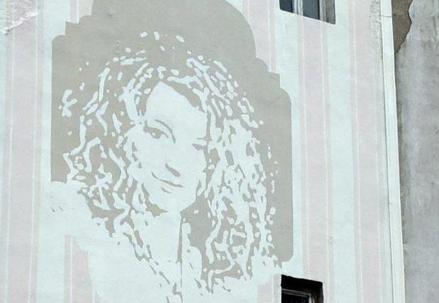 Magda Gessler na ścianie kamienicy w Łodzi