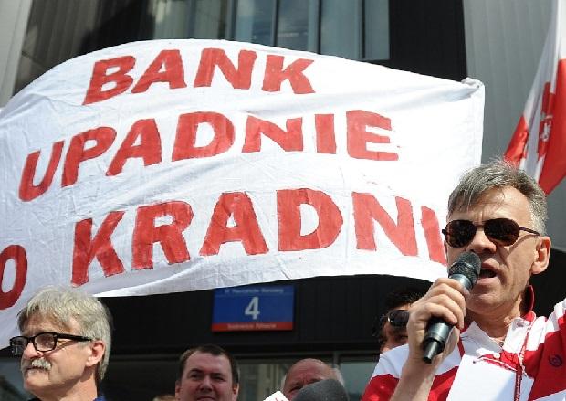 NIK: Banki wykorzystały słabości instytucji państwowych i stosowały niedozwolone postanowienia w umowach kredytów walutowych