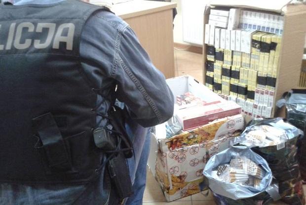 Policja rozbiła grupę przestępczą przemycającą papierosy z Rosji