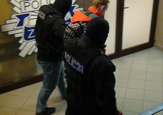 Policja przeszukała mieszkania 38 osób podejrzewanych o pedofilię. Akcja w 12 województwach