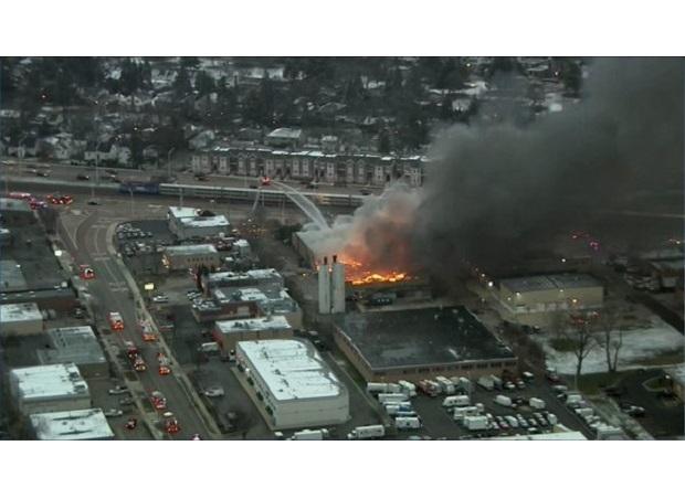 Pożar fabryki w Arlington Heights