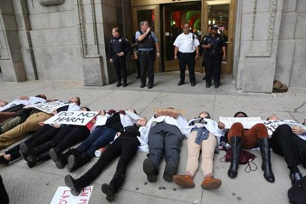 Kolejny dzień protestów w Chicago, uczestnicy nadal domagają się dymisji Emanuela