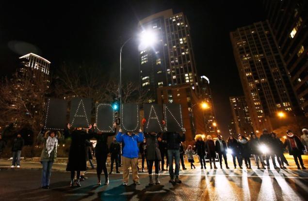 Trwają protesty w związku z zastrzeleniem czarnoskórego nastolatka