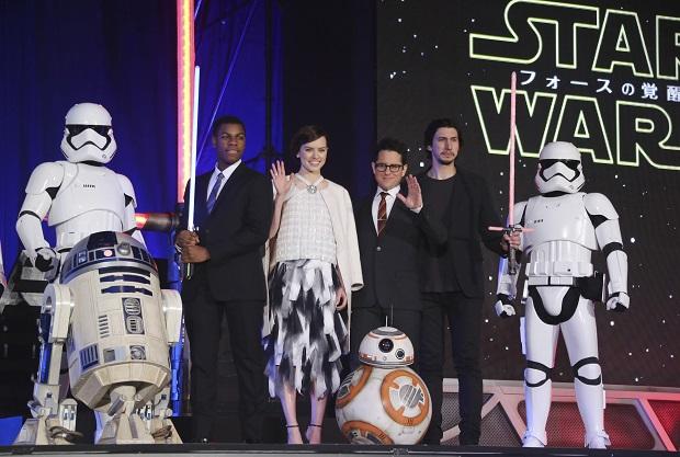 """""""Gwiezdne Wojny"""" idą na rekord. Twórcy mogą zarobić grubo ponad 2 mld dolarów"""
