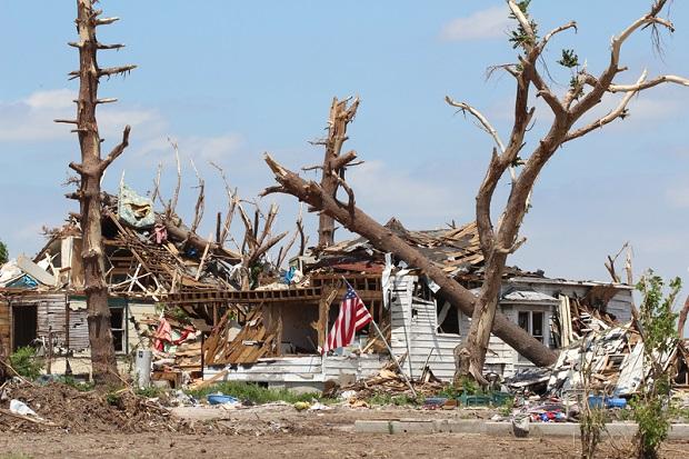 Tragiczny bilans fali tornad i powodzi w USA: 43 zabitych
