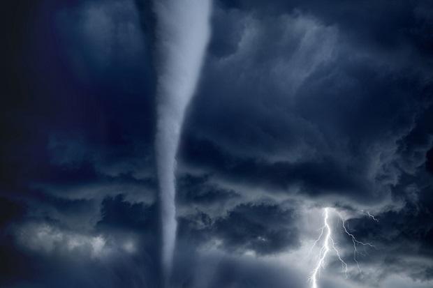 Ponad 20 tornad przeszło w sobotę przez Illinois