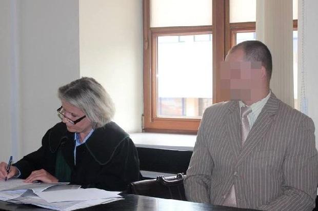 Policjant oskarżony o wymuszanie zeznań