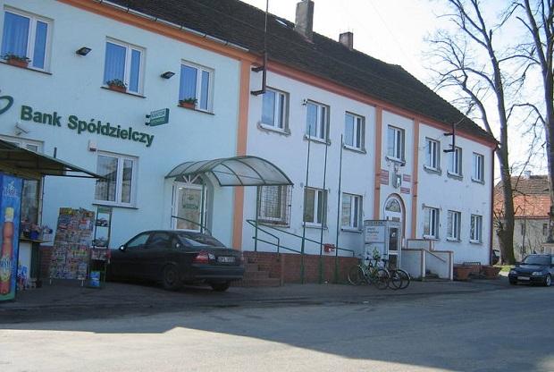 Napad na bank w Niegosławicach. Policja wciąż szuka bandyty