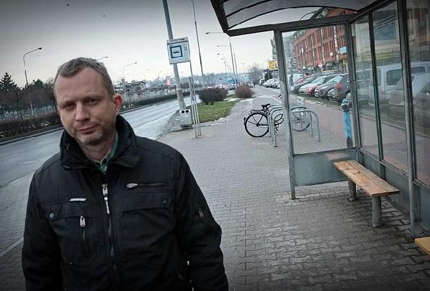 System pogotowia nie zadziałał – mężczyzna zmarł na przystanku autobusowym