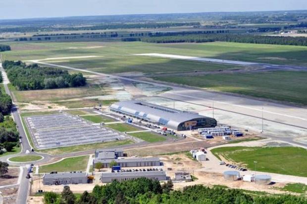 Lotnisko w Modlinie. Nowa hala odlotów, hotel i strona internetowa