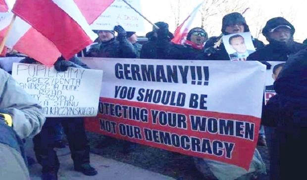 """""""Nie oddamy Chicago, nie oddamy Polski"""" – protest Klubu Gazety Polskiej w Chicago"""