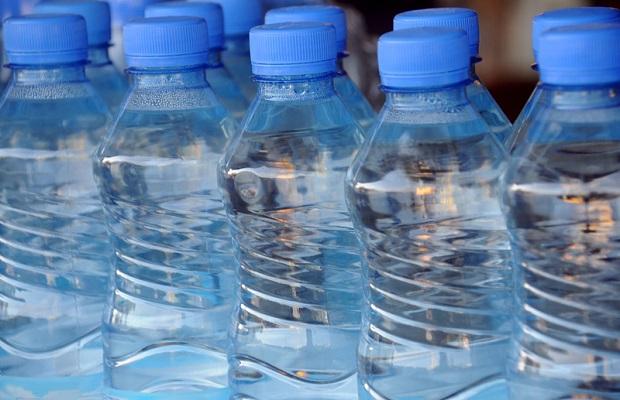 W Kalifornii wydano blisko pół miliona dolarów na wodę w butelkach dla więźniów