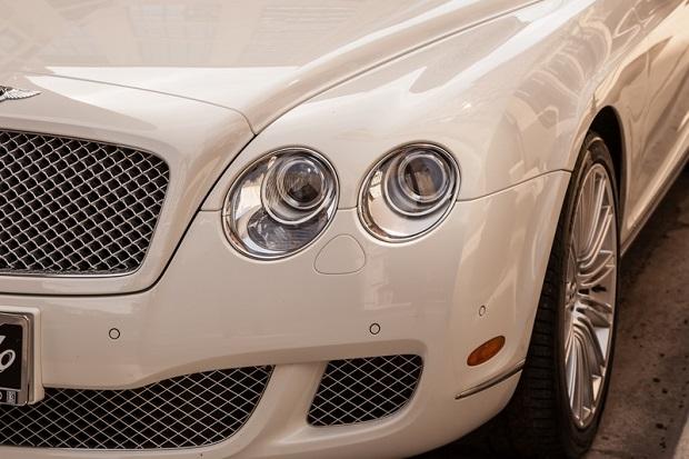 Udawali handlarzy luksusowymi autami. Ich łupem padło 1,8 mln złotych