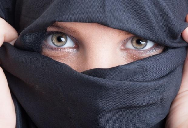 Policja zdjęła jej hidżab, kobieta otrzyma 85 tys. dolarów odszkodowania