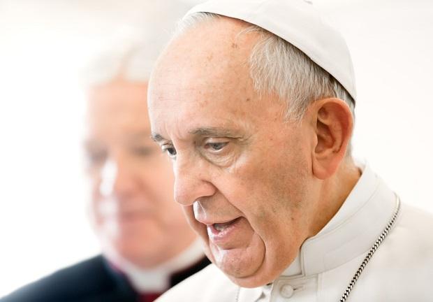 Papież Franciszek oburzony cennikami za sakramenty