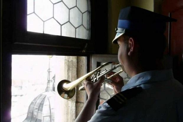Hejnał z Wieży Mariackiej znów w pełnej wersji na antenie Jedynki