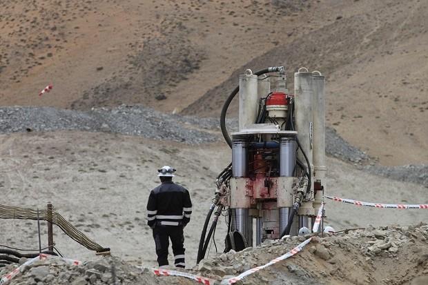 """""""Kapsuła życia"""" zjedzie po uwięzionych chińskich górników"""