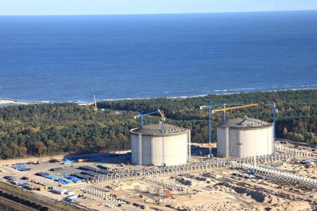 Po ostrej amerykańskiej krytyce niemieckiej polityki energetycznej władze w Niemczech mają plany budowy pierwszego gazoportu LNG
