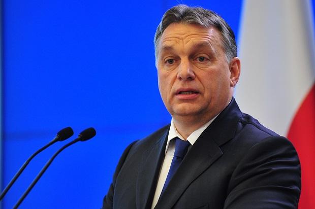 """Orban """"miesza"""" w polityce wewnętrznej Niemiec. Chodzi o uchodźców"""