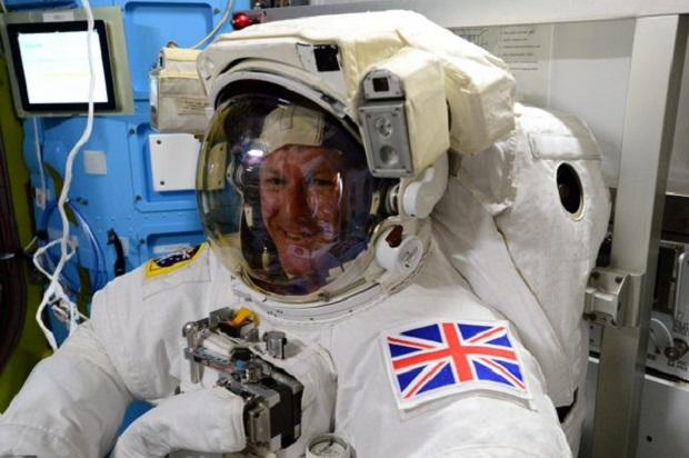 Spacer w przestrzeni kosmicznej pierwszego Brytyjczyka w historii o mało nie zakończył się tragicznie