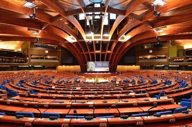 """Polscy parlamentarzyści mówią o """"haniebnej decyzji"""", która przeczy głównym celom Rady Europy"""